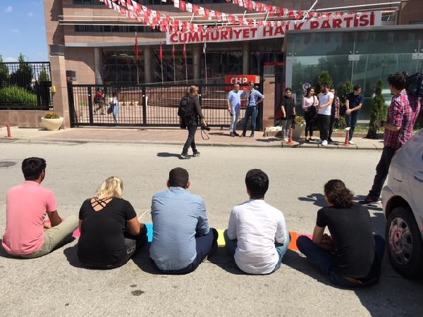 CHP önünde oturma eylemi