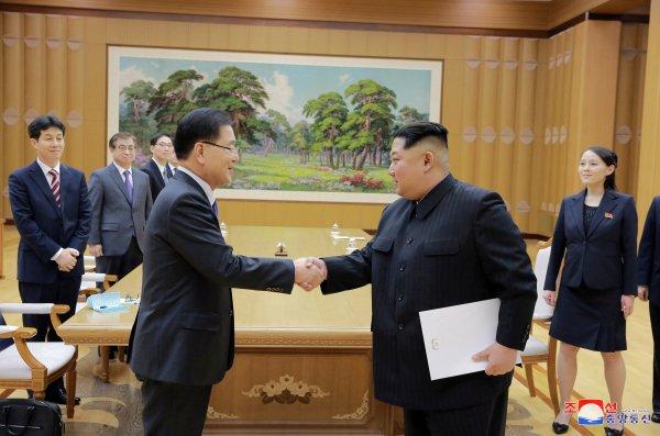 Kim Jong ilk kez Güney Koreli diplomatlarla görüştü