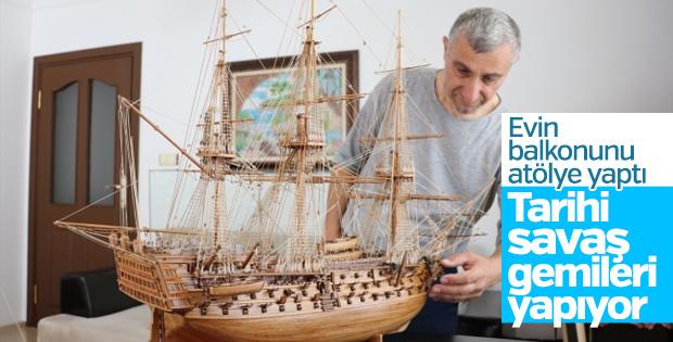 Ağaç parçalarından tarihi savaş gemileri yapıyor