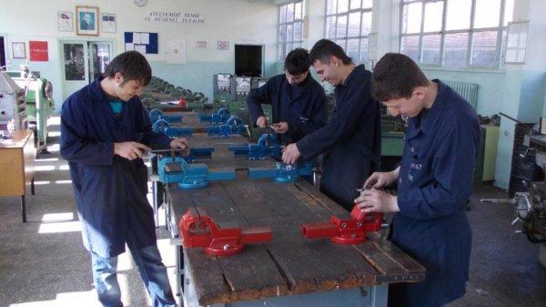 Özel mesleki ve teknik Anadolu lisesine eğitim desteği