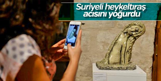 Suriye'de yaşadığı acıyı heykellere yansıttı