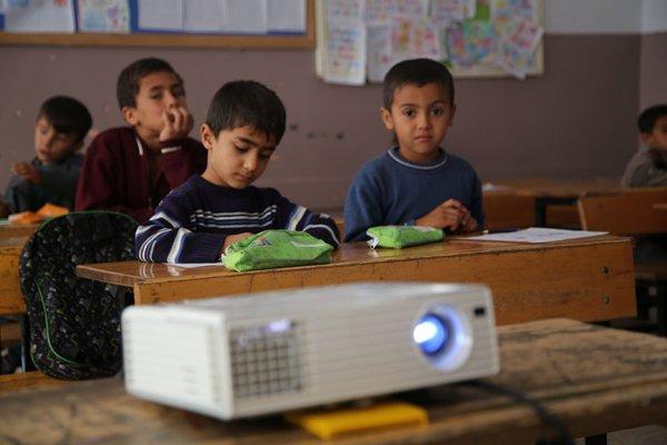 Bakan Varank'tan köy okuluna teknolojik destek