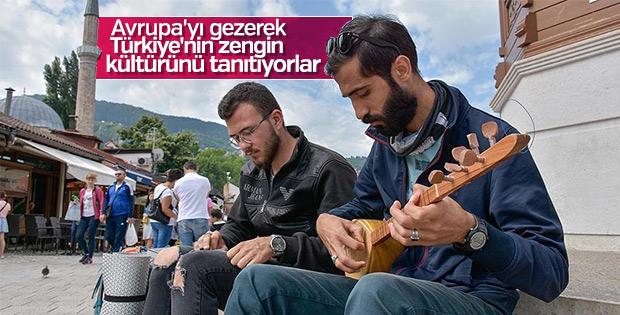 Bağlamayla Türk kültürünü tanıtıyorlar