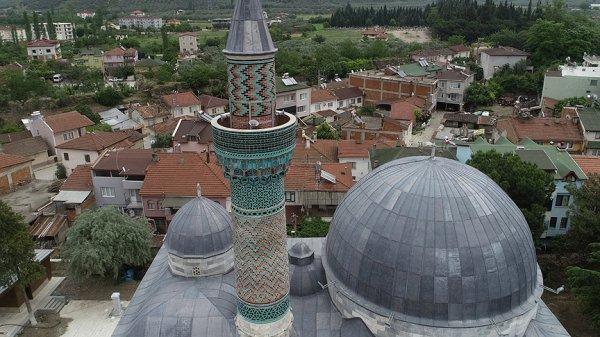 Çinili minare yıllara meydan okuyor