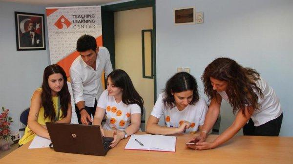Öğrenciler derste teknolojiden yararlanıyor