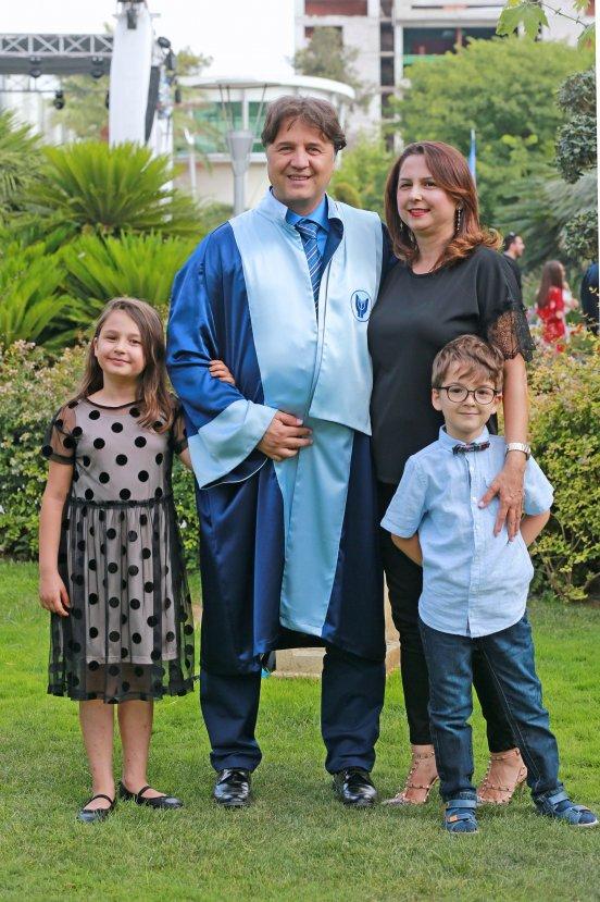 50 yaşında mezun oldu