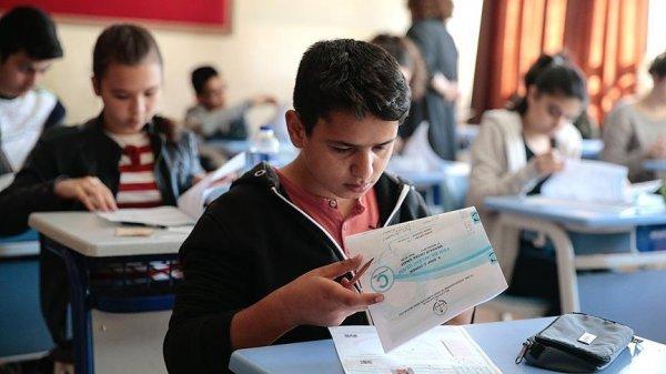 'Sınav öncesi çocuğunuza yetersizlik duygusu vermeyin'