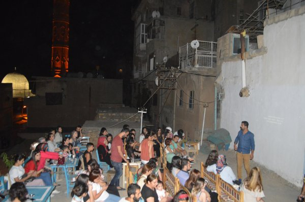 Mardin'in tarihi damlarında sinema keyfi