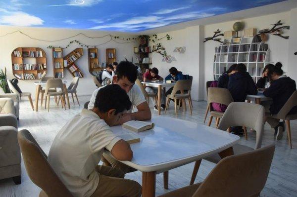 Öğrenciler dersten sonra da okulda kalıyor