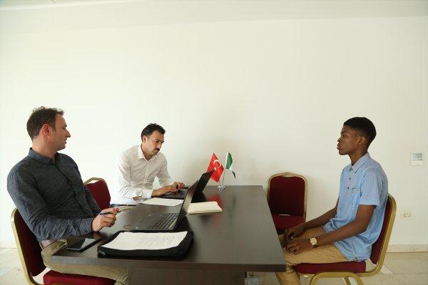 Nijeryalı öğrenciler Türkiye bursları için ter döküyor