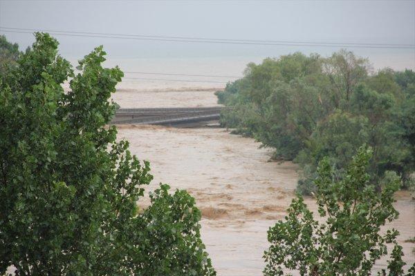 Karadeniz Sahil Yolu'nda yıkılan köprünün havadan görüntüsü