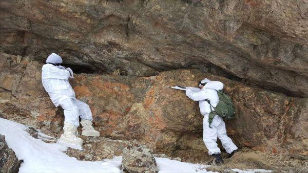 Van'da PKK'nın 5 barınağı imha edildi