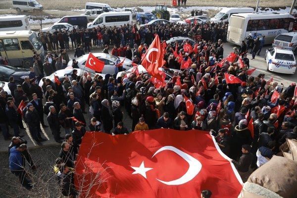 Mehmetçik Afrin'e dualarla uğurlandı