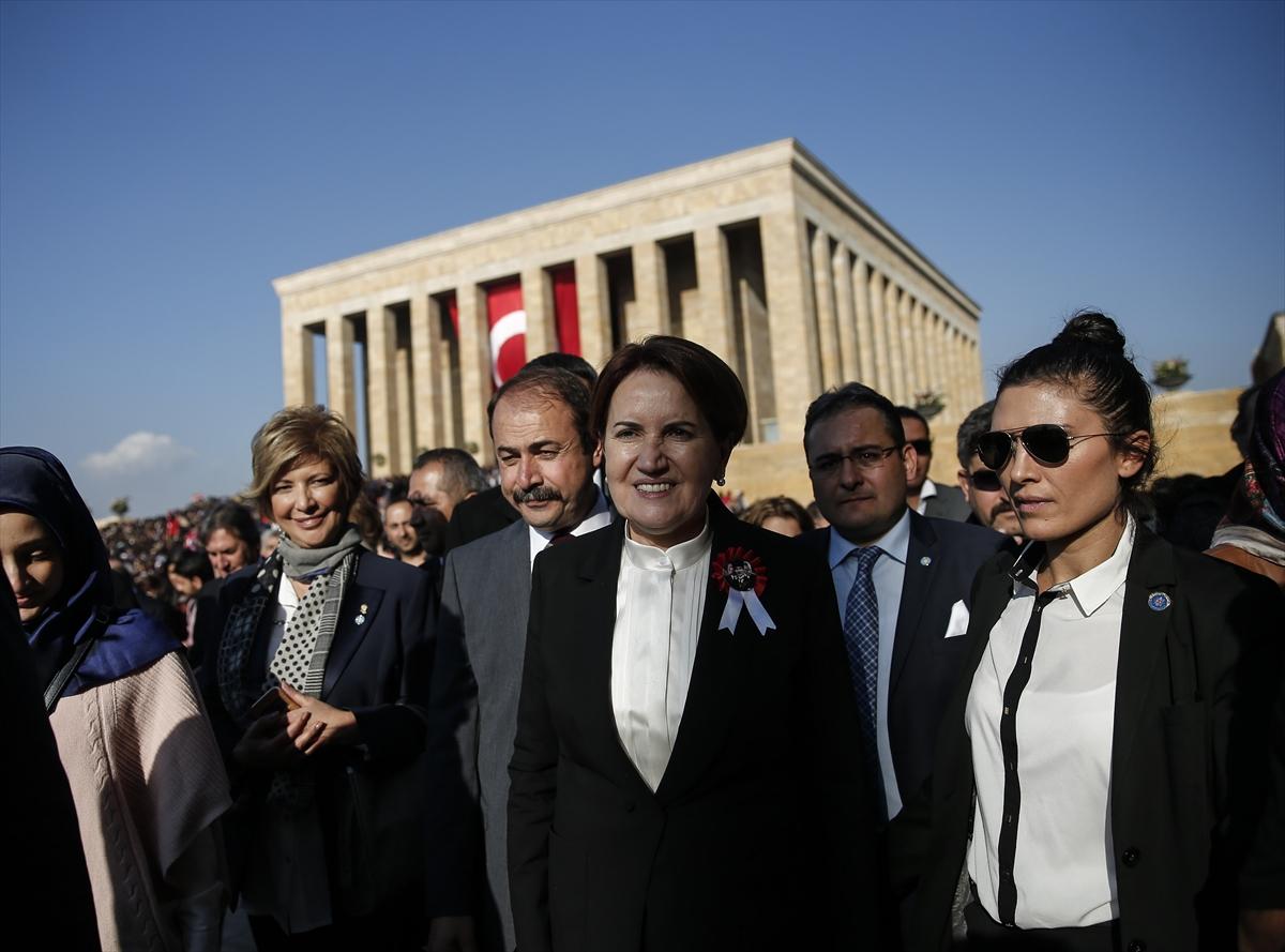 Akşener Anıtkabir'i ziyaret etti