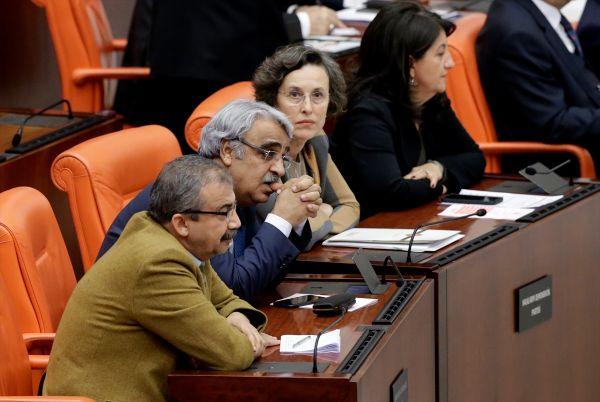 Leyla Zana kararı HDP'lilerin yüzünü düşürdü