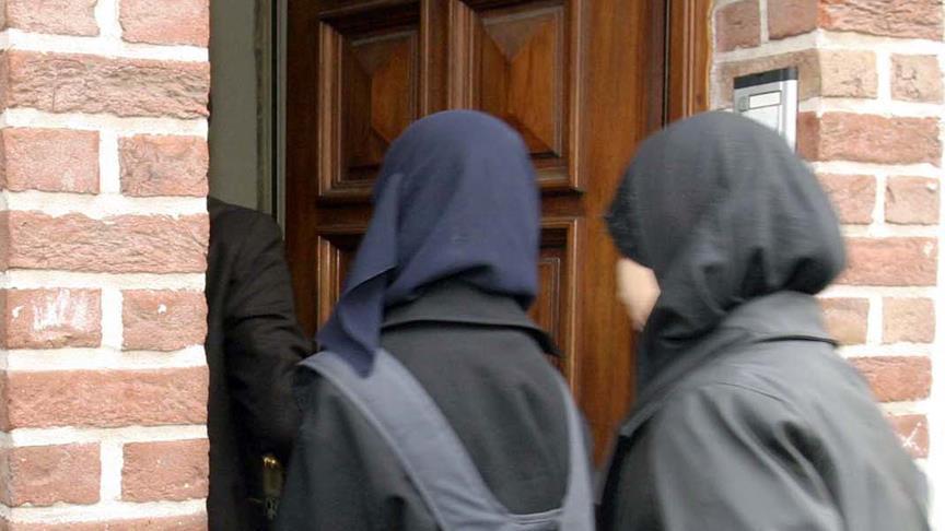 İngiltere'de tesettürlü öğrenciler sorgulanacak