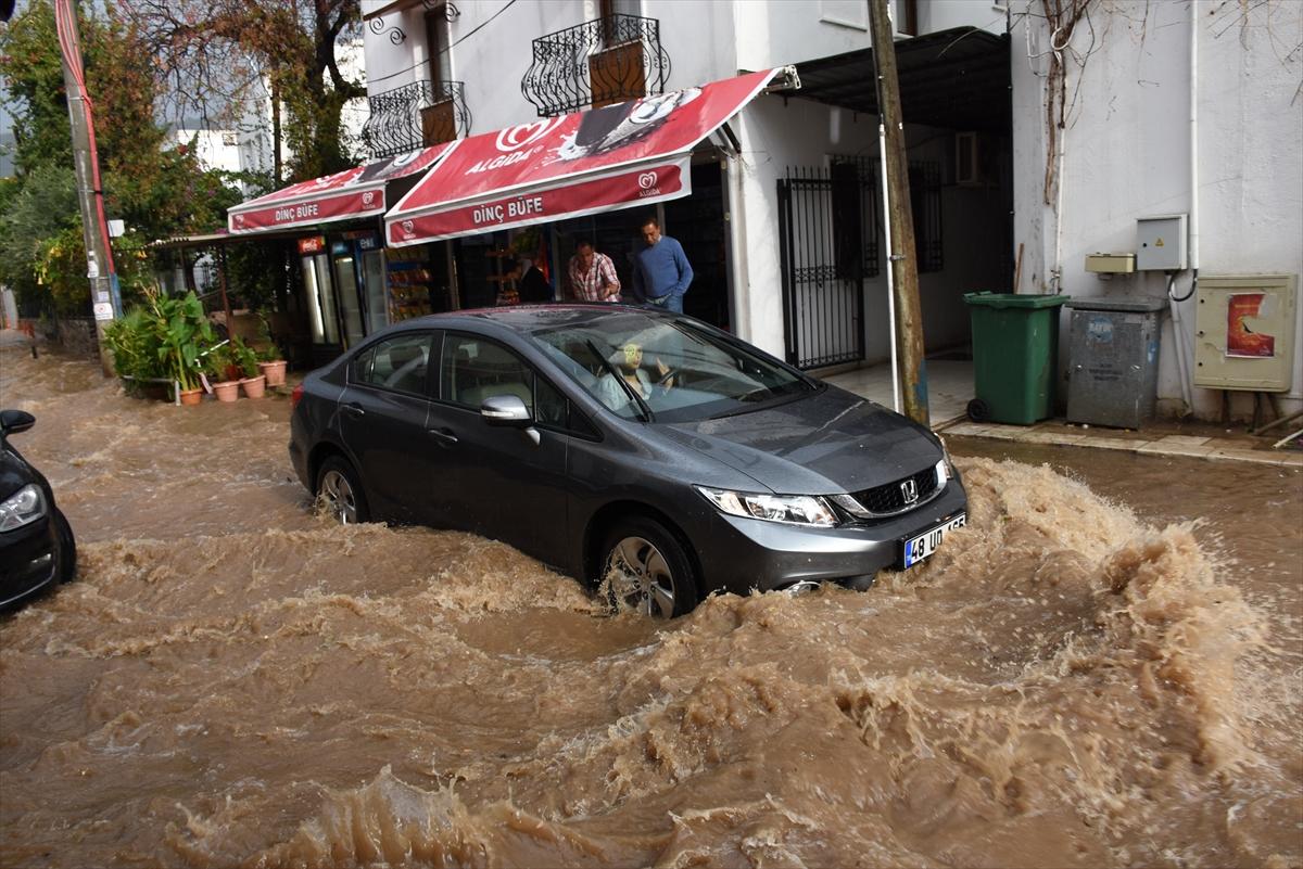 Bodrum'da şiddetli yağış etkili oldu