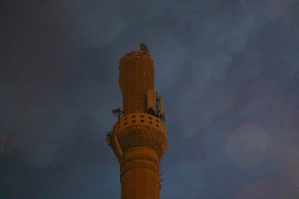 Diyarbakır'da minareye yıldırım çarptı
