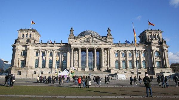 Alman Meclisi önünde PKK çadır açtı