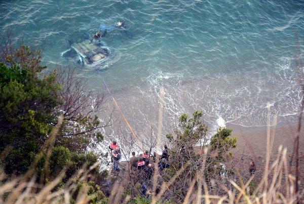 Zonguldak'ta otomobil uçurumdan düştü