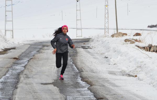 Milli sporcu Gülcan Palavan'a destek yağıyor.