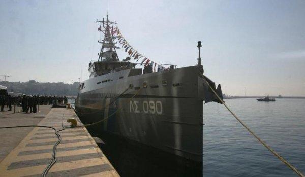 Türk sahil güvenlik gemisi Yunan gemisine çarptı