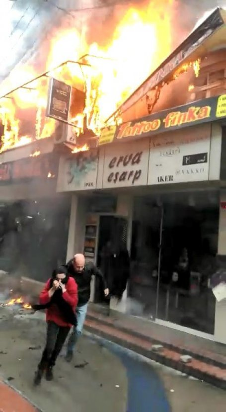 İzmit'te doğum günü kutlarken kafeyi yaktılar