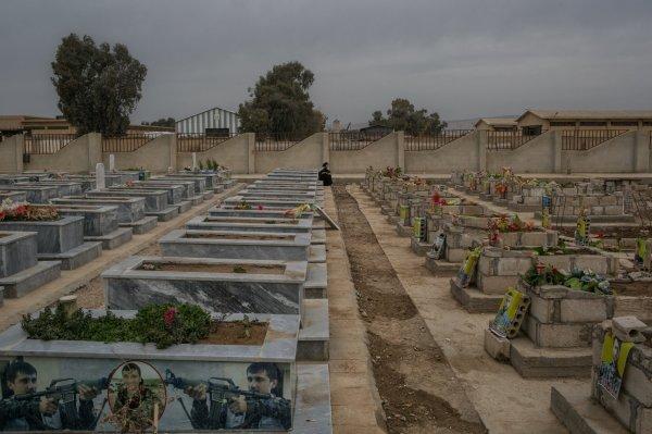 Teröristler için çift katlı mezar yapıyorlar