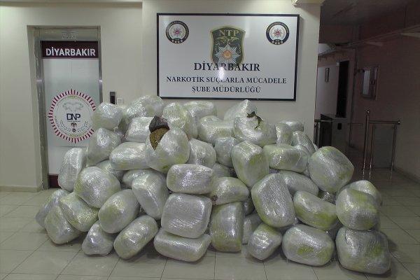 Diyarbakır'da 1 ton 30 kilogram uyuşturucu ele geçirildi