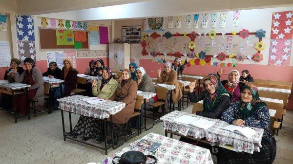 Hakkari 'de 5 bin kadın okuma yazma öğreniyor