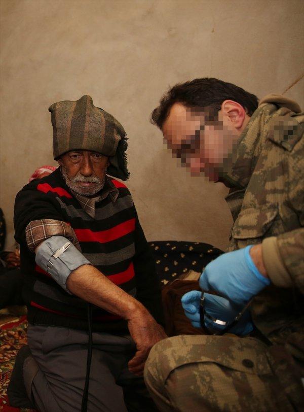 Afrin'deki teröristlerden temizlenen köye yardım eli