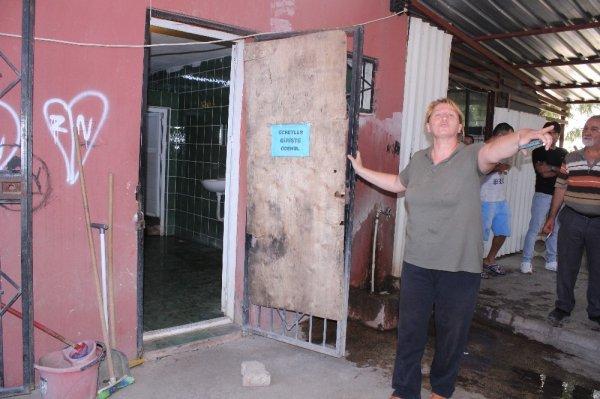 İzmir'de esnaflar tuvalet zammına isyan etti