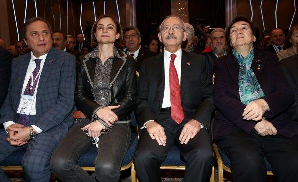 Kaftancıoğlu, CHP'nin toplantısına deri ceketle geldi