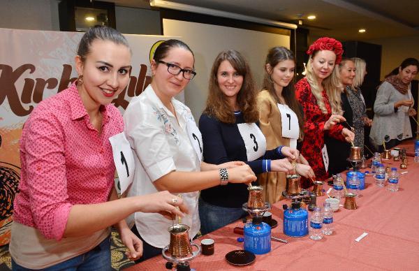 Yabancı gelinler en iyi Türk kahvesini yapmak için yarıştı