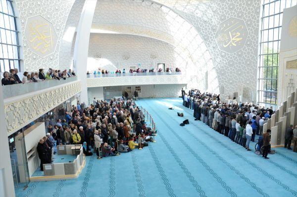 Köln Merkez Camii'ne yoğun ilgi