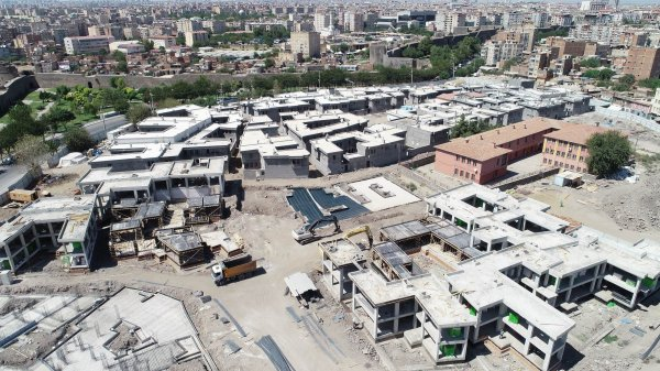 Diyarbakır'daki terör mağdurlarına yeni evler yapılıyor