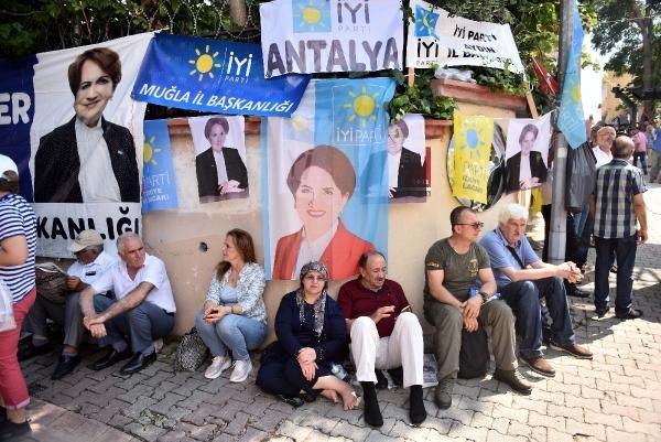 Meral Akşener'i ikna konvoyu