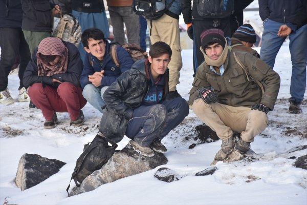 Kars'ta 92 Afgan kaçak yakalandı