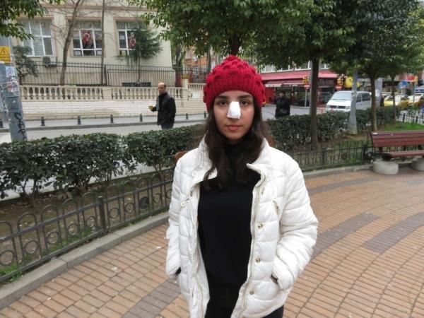 Kadıköy'de genç kıza yumruklu saldırı