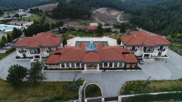 FETO'nun Bursa'daki malikanesine el konuldu