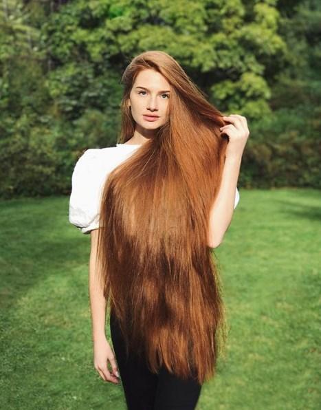 Rusya'da yaşayan Anastasya Sidorova,  saçlarıyla sosyal medya fenomeni oldu.