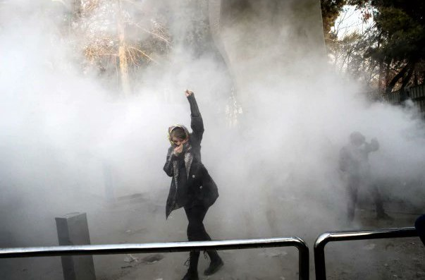 İran'daki ayaklanma uluslararası siyaseti ayağa kaldırdı