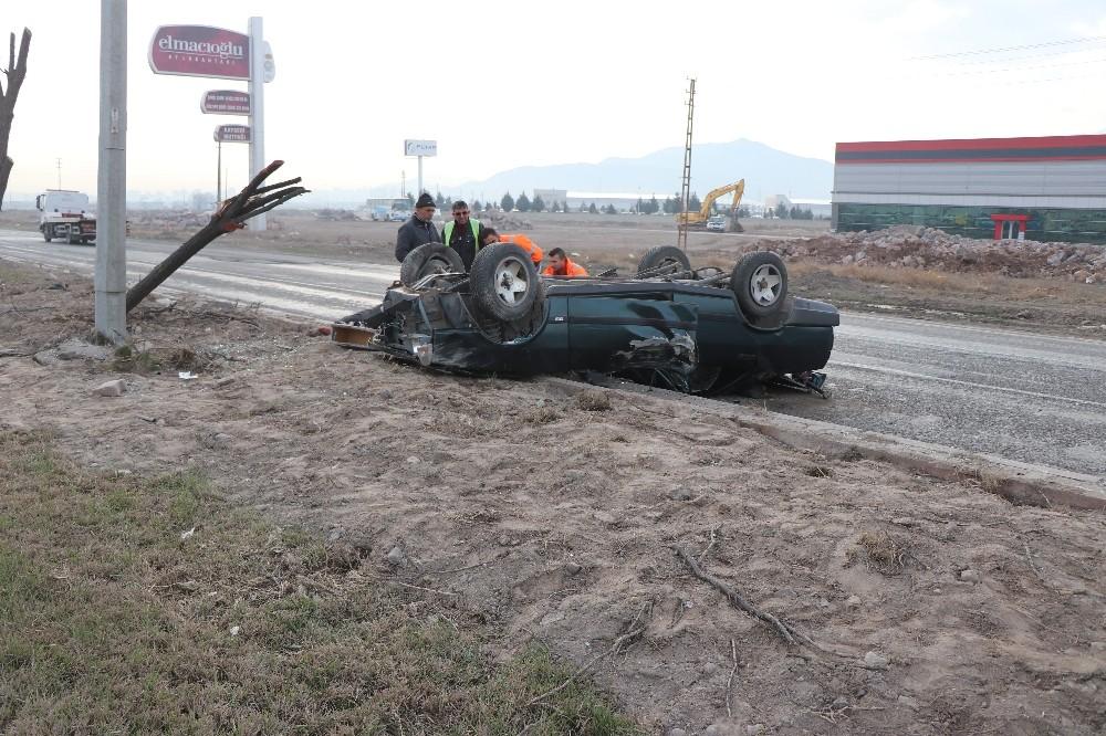 Hurdaya dönen aracın sürücüsü yaralı kurtuldu