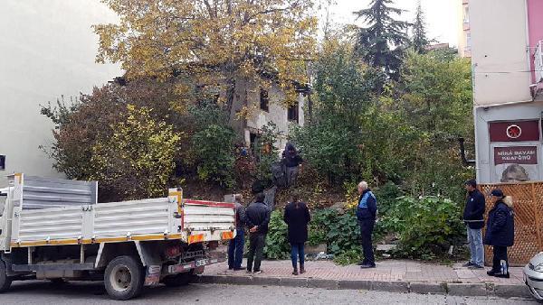 Tokat'ta 2 katlı evden 10 kamyon çöp çıktı