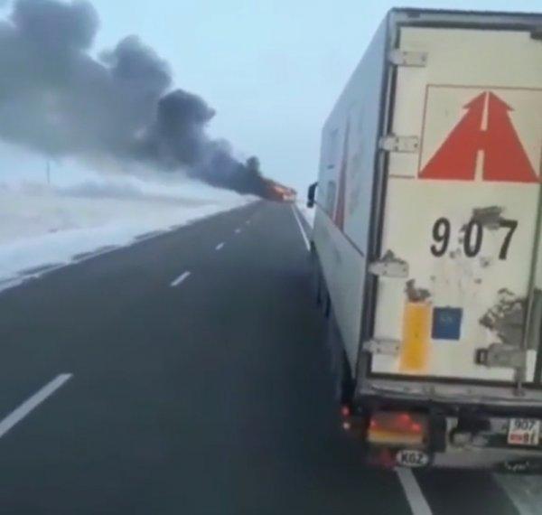 Kazakistan'da yanan otobüste 52 kişi öldü
