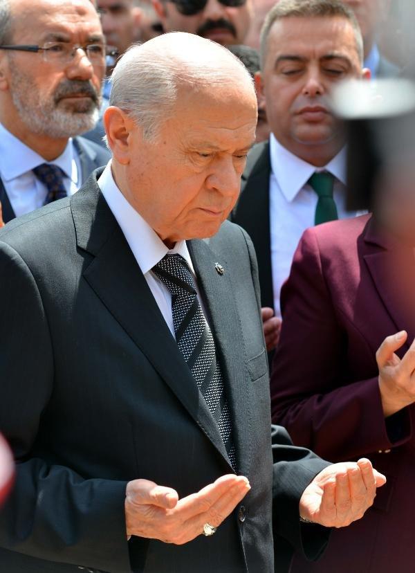 Devlet Bahçeli Ülkücü Şehitler Anıtı´nı ziyaret etti
