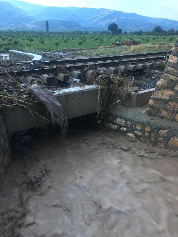 Denizli-İzmir arası tren seferleri durduruldu