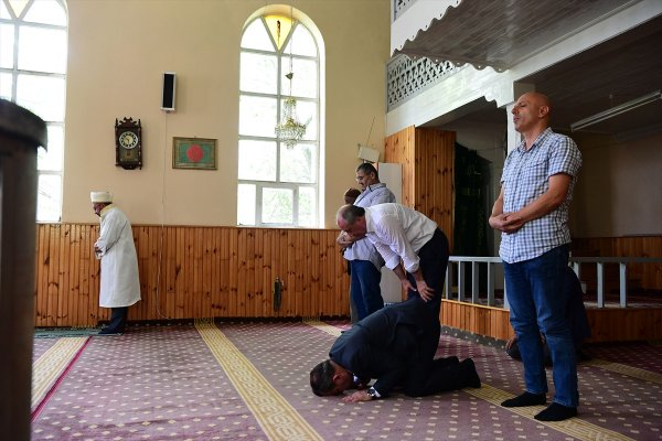 Muharrem İnce Karabük'te namaza gitti