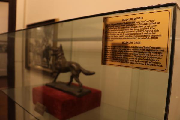 Lahey Adalet Divanı'nın Atatürk'e hediye ettiği 'bozkurt'