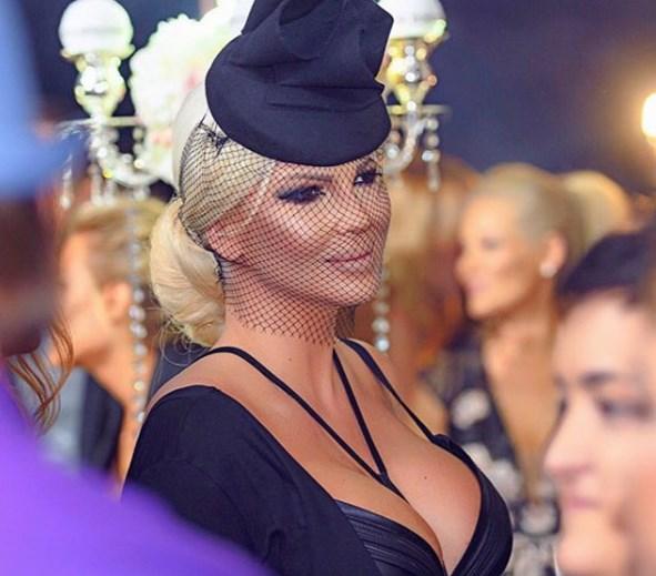 Jelena Karleusa'nın iddialı kıyafeti